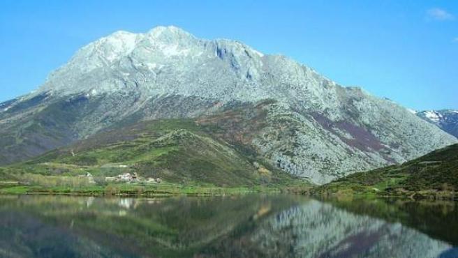 Fotografía de El Espigüete, una de las cumbres de la Montaña Palentina.