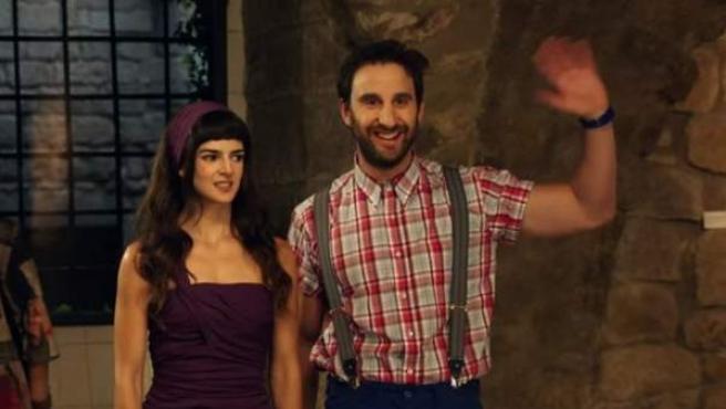 Clara Lago y Dani Rovira en una imagen del rodaje de 'Ocho apellidos catalanes'.