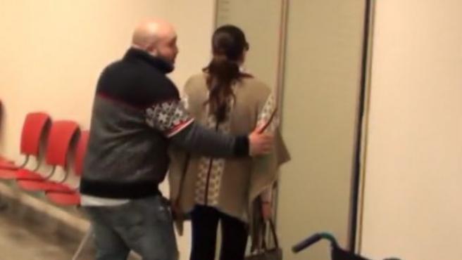 Kiko Rivera, acompaña a su madre, Isabel Pantoja, durante la visita que ha realizado al hospital para conocer a su tercer nieto.