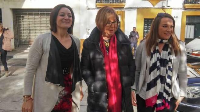 La consejera (centro) en Córdoba