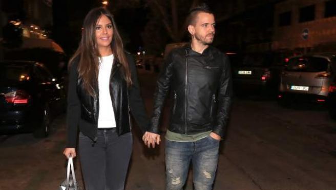Cristina Pedroche y Daviz Muñoz, paseando por Madrid.