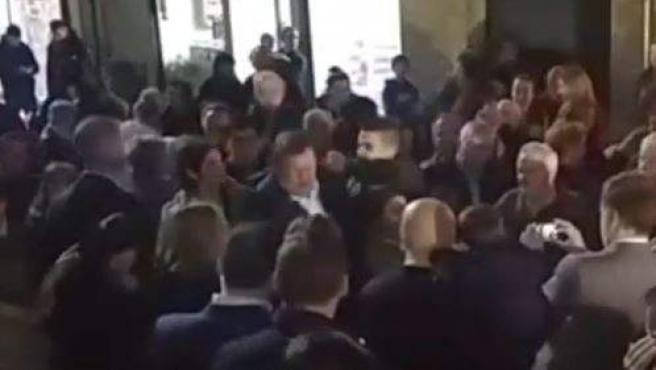 Imagen de la agresión a Mariano Rajoy.