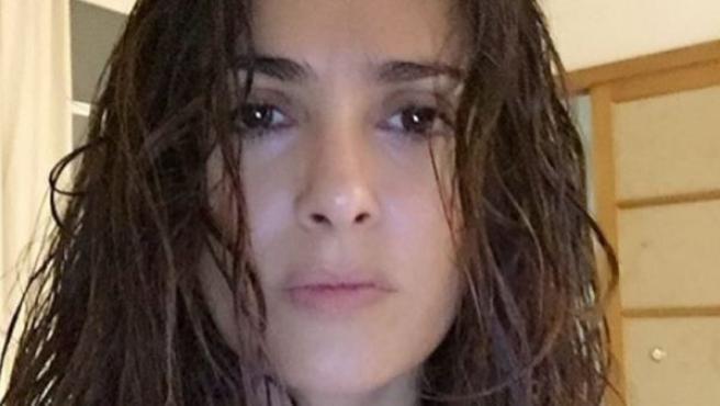 Salma Hayek también apareció sin maquillaje en Instagram, algo que están haciendo cada vez más famosas.