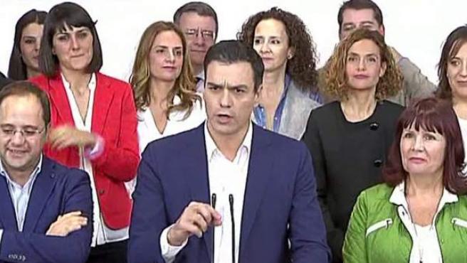El candidato del PSOE, Pedro Sánchez, se dirige al público tras las elecciones del 20 de diciembre.