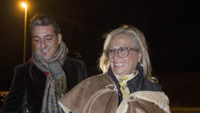 Maite Zaldívar acompañada por su pareja, Fernando Marcos, tras su salida de la cárcel de Alhaurín de la Torre (Málaga) para disfrutar de un permiso de seis días.