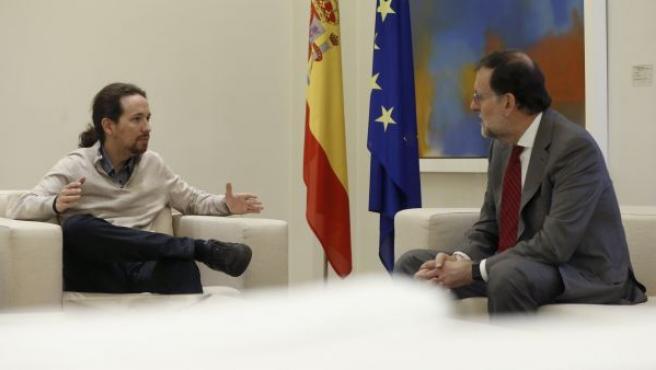 El presidente del Gobierno español en funciones, Mariano Rajoy, y el secretario general de Podemos, Pablo Iglesias, durante la reunión que han celebrado en el Palacio de La Moncloa.