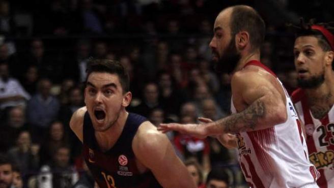 Spanoulis defiende a Satoransky en el Olympiacos - Barça Lassa.