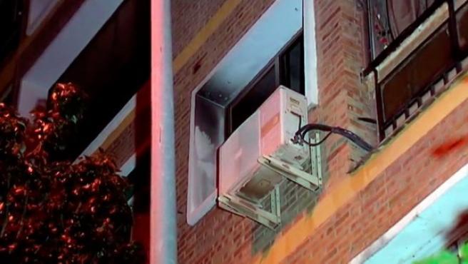 Una mujer ha sido hallada muerta en el interior de una vivienda de Málaga en la que se registró un incendio este domingo por la tarde.