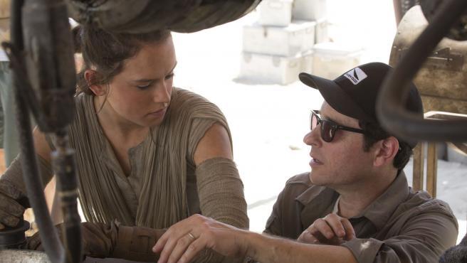 JJ Abrams explica por qué 'El despertar de la Fuerza' es un refrito de 'Una nueva esperanza'