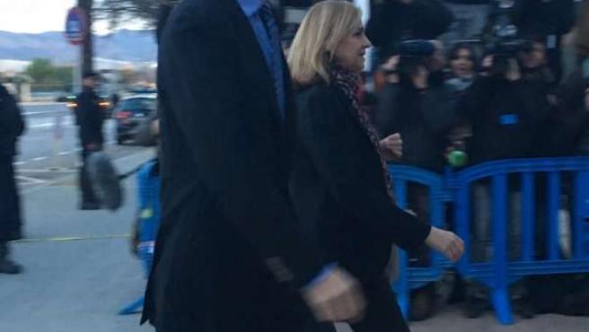 Infanta Cristina e Iñaki Urdangarin llegan a la sede juicio