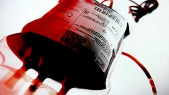 Una bolsa con sangre para transfusiones.
