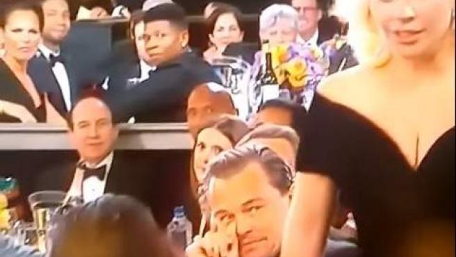 Lady Gaga y DiCaprio en la gala de los Globos Oro 2015.