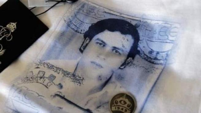 El hijo de Pablo Escobar ha contribuido a convertir la imagen de su padre en un icono comercializando unas camisetas con su imagen.