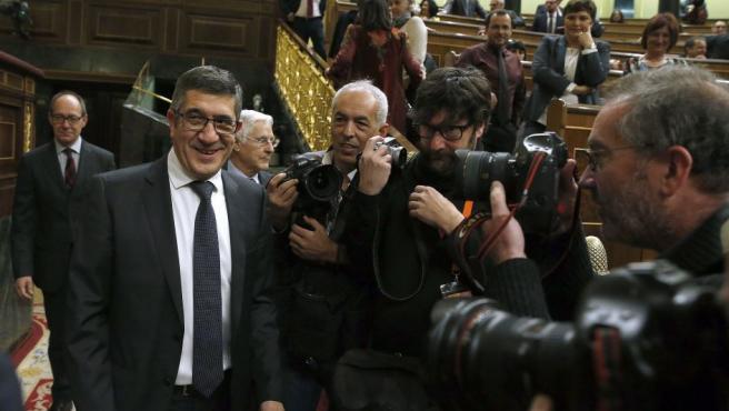 El diputado del PSOE Patxi López, propuesto a la presidencia del Congreso, a su llegada a la Cámara Baja para asistir a la constitución de las nuevas Cortes Generales.