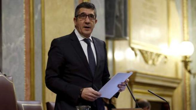 El recién elegido presidente del Congreso, Patxi López, se dirige a los diputados del Congreso durante la sesión constitutiva de la Cámara baja, que ha inaugurado la XI legislatura.