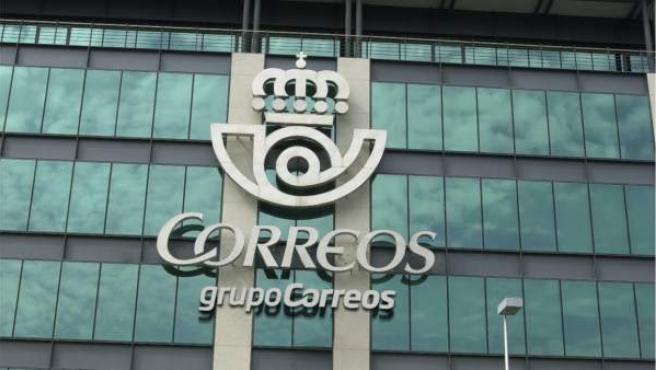 Fachada del edificio principal de Correos en Madrid.