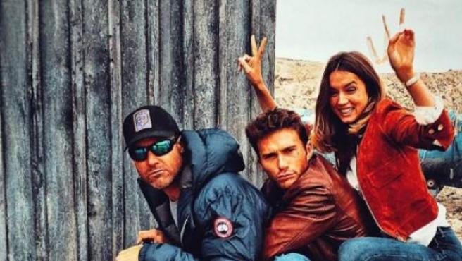 Ana de Armas y Scott Eastwood durante el rodaje de 'Overdrive'