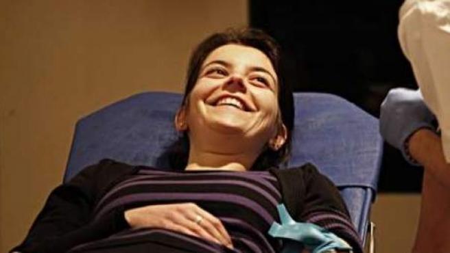 Una donante de sangre, sonriente.