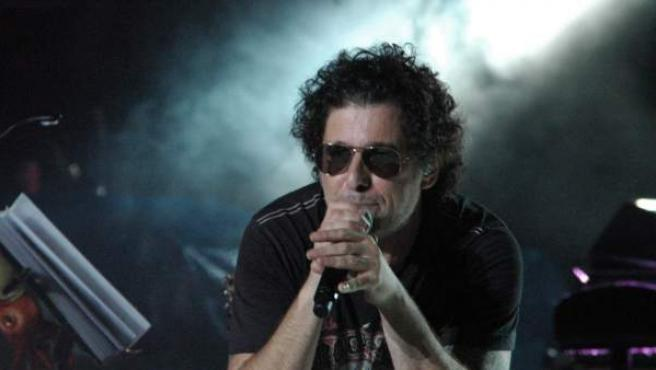Andrés Calamaro, durante un concierto.