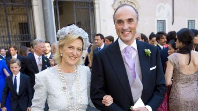 La princesa Astrid y el príncipe Lorenzo de Bélgica, durante la boda del príncipe Amedeo y Lili Rosboch.