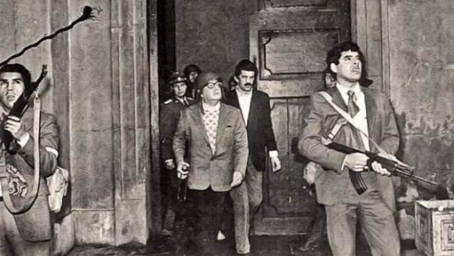 Imagen que está considerada como la última foto de Salvador Allende con vida.