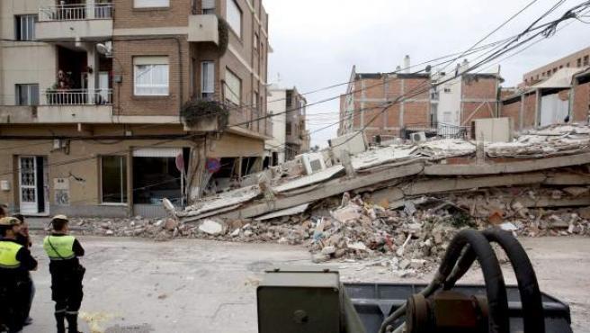 Un edificio derruido en el barrio de Las Viñas, en Lorca, tras el terremoto que afectó a la ciudad en mayo de 2011.