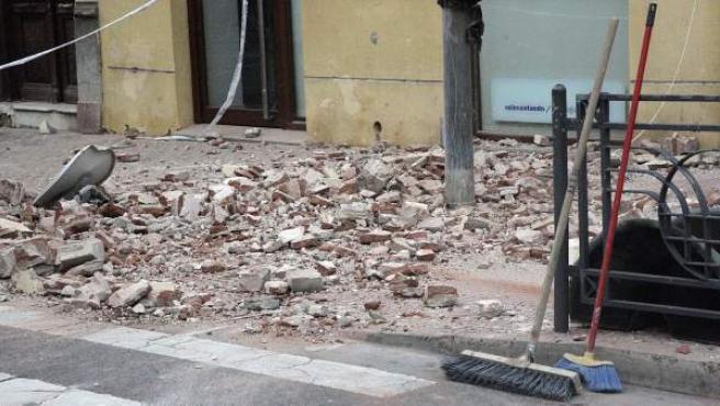 El terremoto de magnitud 6,3 registrado en el Mar de Alborán se ha percibido con mayor intensidad en Melilla, donde ha causado daños en edificios y la suspensión de las clases en la ciudad autónoma para evaluar el estado de los centros educativos.