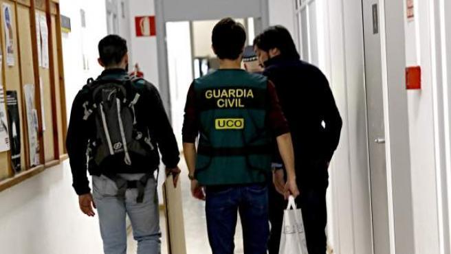 Agentes de la Guardia Civil registraron el pasado 26 de enero los despachos del grupo municipal del PP en el Ayuntamiento de Valencia, entre otros 30 registros llevados a cabo en una operación del Instituto Armado y la Fiscalía Anticorrupción.
