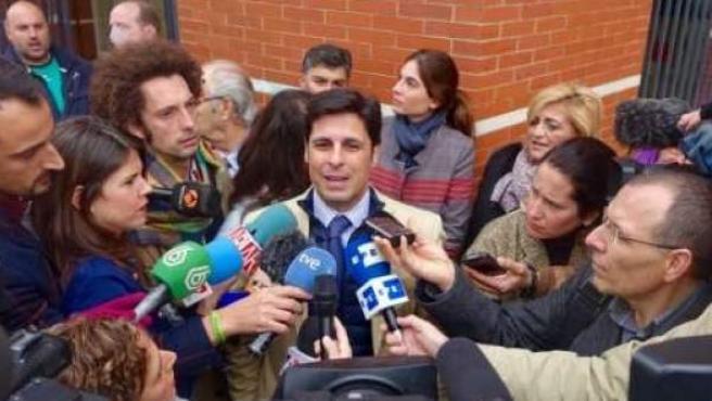 Fran Rivera ante los medios de comunicación después de declarar ante la Fiscalía de menores por colgar una foto en las redes toreando con su hija en brazos