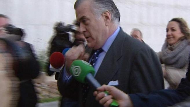 El extesorero del PP Luis Bárcenas, a su llegada a los juzgados de la Plaza de Castilla para declarar como testigo por el caso del borrado de los ordenadores del partido.