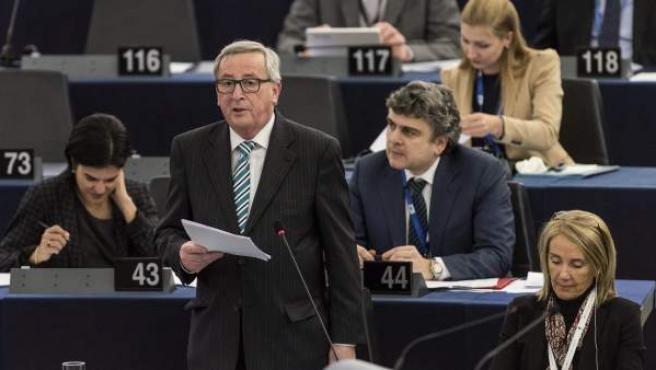 El presidente de la Comisión Europea, Jean-Claude Juncker, pronuncia su discurso ante el pleno de la Eurocámara en Estrasburgo (Francia).