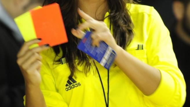 Imagen de una árbitra, en una foto de archivo.