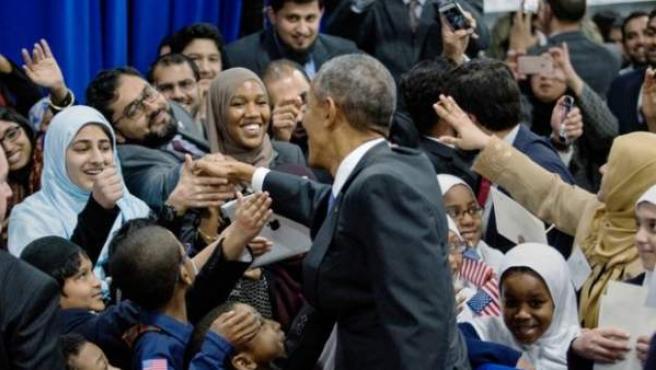 El presidente de los EE UU, Barack Obama, visita la mezquita de Baltimore.