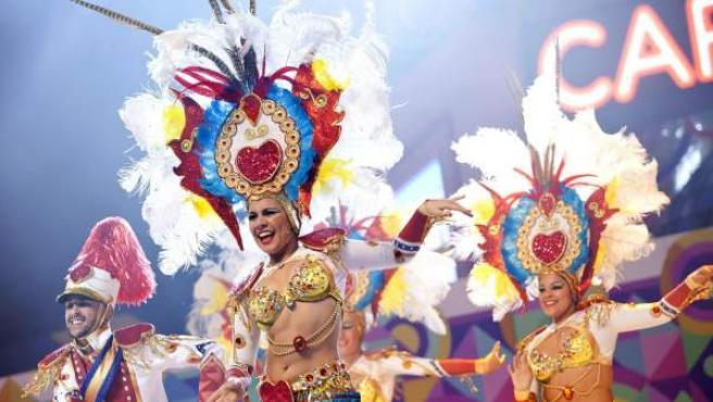 """Componentes de la comparsa """"Los Cariocas"""", en el Carnaval de Santa Cruz de Tenerife."""