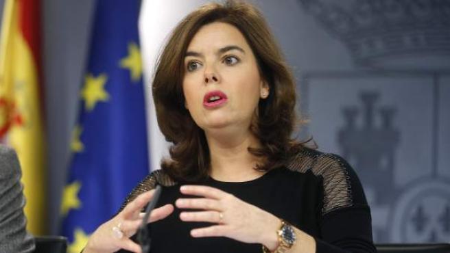 La vicepresidenta del Gobierno, Soraya Sáenz de Santamaría, durante una rueda de prensa.