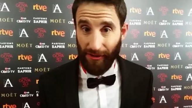 El presentador de la gala de los Premios Goya, Dani Rovira, manda un saludo cariñoso a todos los usuarios de 20minutos y pide que estén muy atentos porque todo puede suceder.