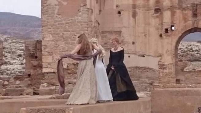 Imagen difundida en las redes sociales que muestra a las tres reinas de 'Juego de Tronos': Margaery Tyrell, Daenerys Targaryen y Cersei Lannister.