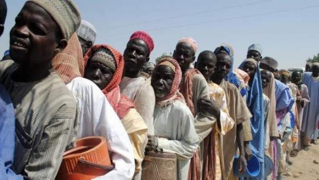 Una cola de refugiados en el campamento de Dikwa, en Nigeria