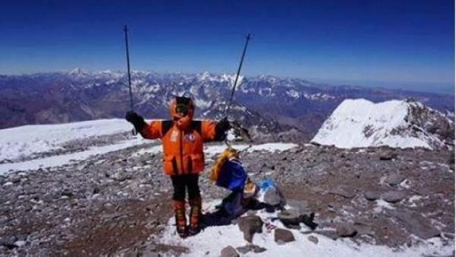 Dor Geta Popescu en una fotografía tras lograr hacer cumbre en el punto más alto del continente americano.