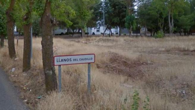 Imagen del cartel de la entrada de la localidad de Llanos del Caudillo, en Ciudad Real.