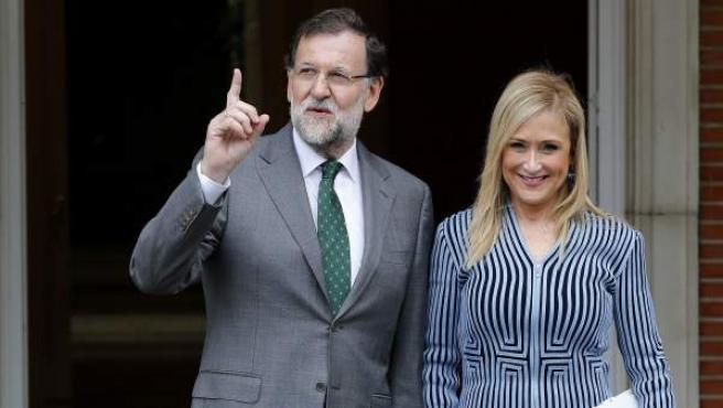 El presidente del Gobierno, Mariano Rajoy, recibe en la Moncloa a la presidenta de la Comunidad de Madrid, Cristina Cifuentes.