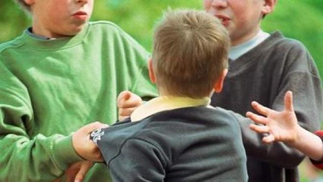Pelea entre varios chicos en el colegio.