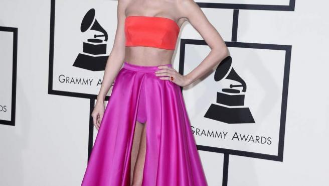 Taylor Swift posa a su llegada para la ceremonia de entrega de los 58 premios Grammy de 2016 en el Staples Center de Los Ángeles, California (EE UU)
