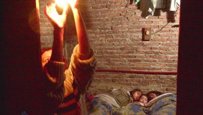 Una familia víctima de una situación de vivienda inadecuada.