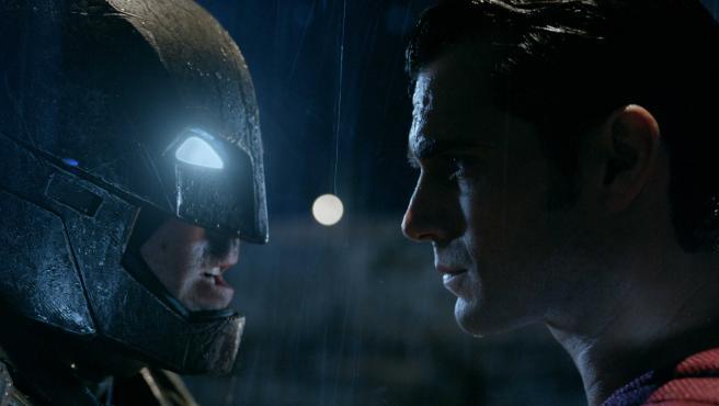 ¿Será 'Batman v Superman' un gran fracaso? En Warner temen que sí