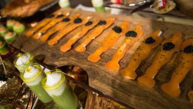 Salmón ahumado con caviar de beluga en forma de premio Oscar como los que se servirán en la cena posterior a la gala.
