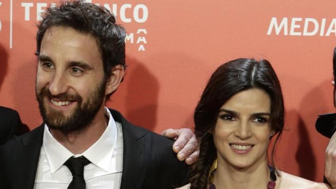Dani Rovira y Clara Lago posan en uno de los actos promocionales de 'Ocho apellidos catalanes'.