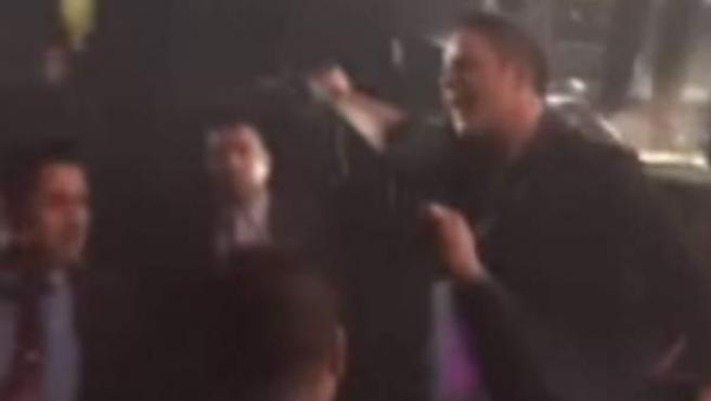 Alejandro Sanz expulsó a un hombre que en un concierto pegó a una mujer.