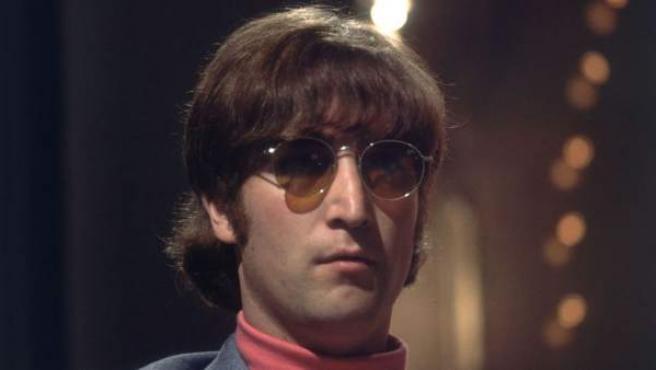 El cantante y compositor, sin sus inseparables gafas.