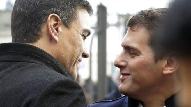 Los líderes del PSOE y Ciudadanos, Pedro Sánchez y Albert Rivera, respectivamente, a su llegada al Congreso para asistir a la constitución de las nuevas Cortes Generales.